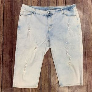 Revolt Distressed Capris